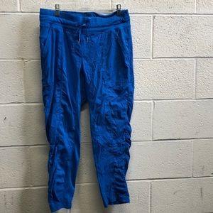 Lululemon blue crop studio pant, sz 10, 62774